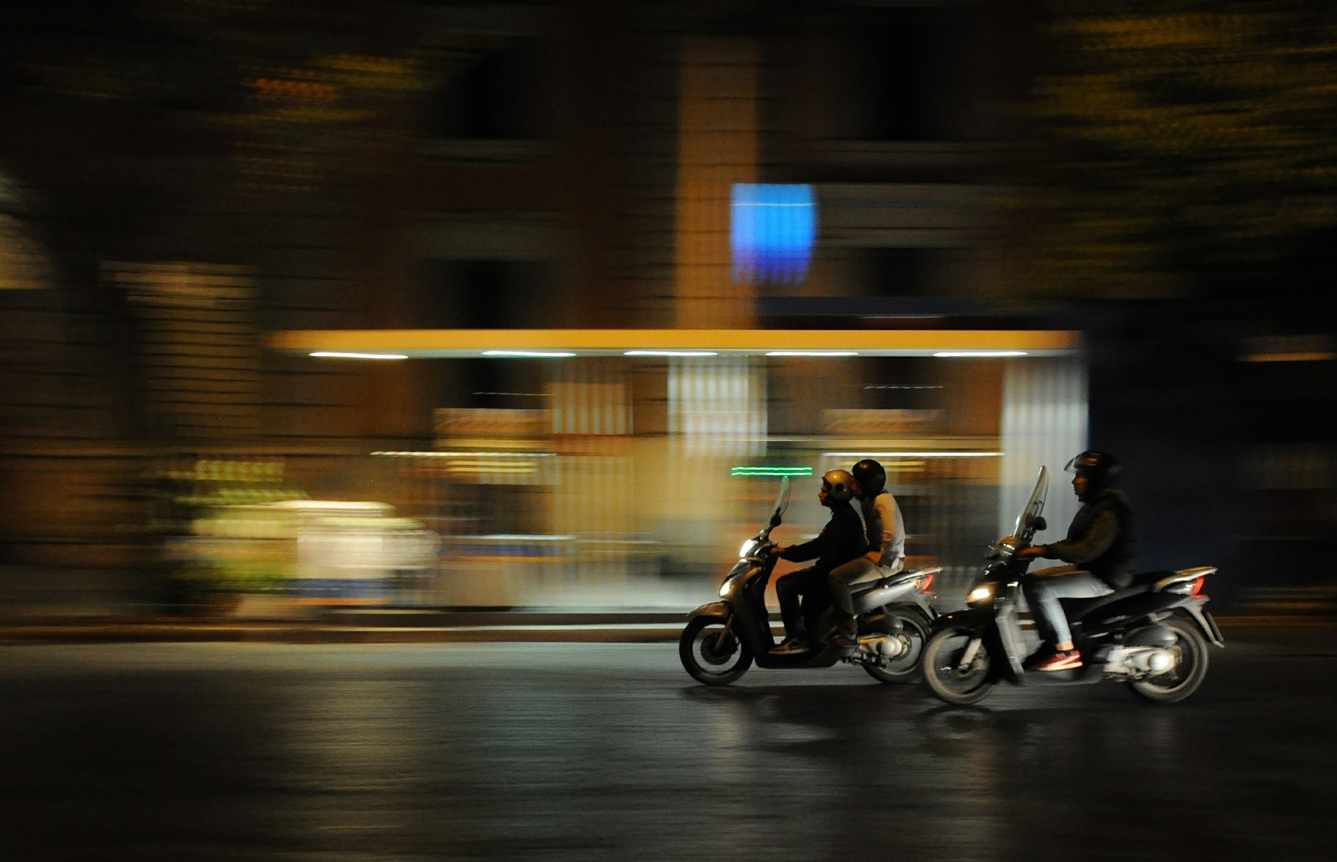 scooters-384560_1920