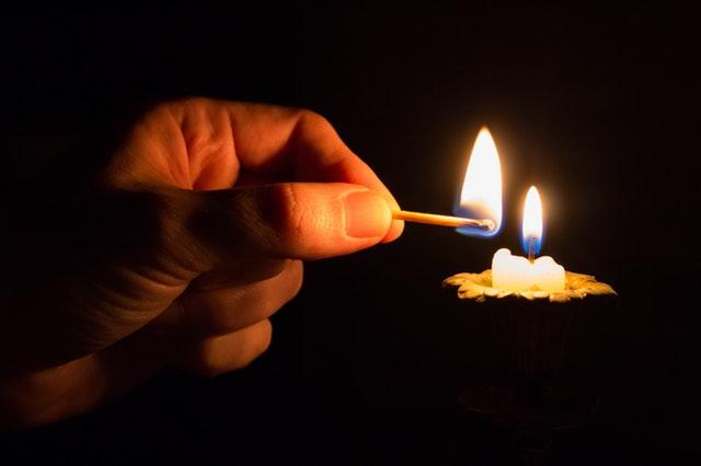 Mati Lampu se-Jabodetabek: 5 Barang yang Tiba-Tiba Laris Dijual Saat Listrik Padam