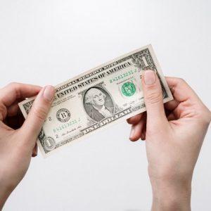 9 Cara Mengajarkan Uang pada Anak per Tahap